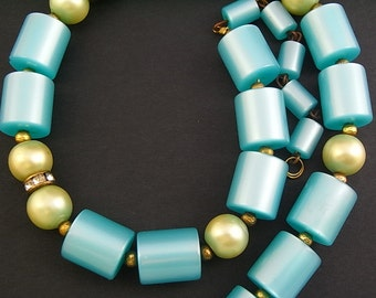 Vintage 1950s Celluloid Turquoise necklace with pale green pearls and diamante - in excellent condition