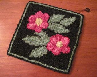 """8"""" x 8"""" Linen Hooked Rug Pattern - """"Popham Beach Roses"""" - Trivet"""