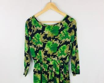 c7c8187a2c5e Vintage 90s Dress Green Flowers Floral Dress with Pockets
