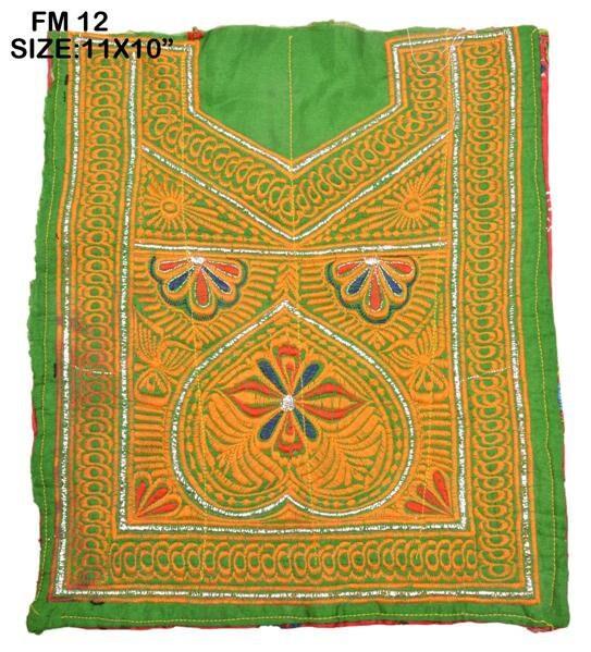 Textile Textile Textile de couture VINTAGE petit Banjara cou empiècement à la main Applique Patch brodé FM12 d9163f