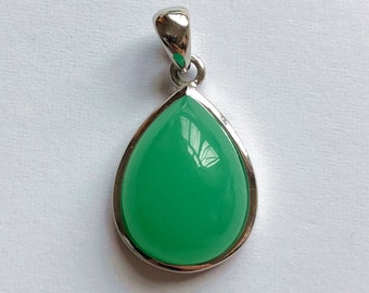 AAAA Grade Australian Chrysoprase Pear Cabochon Pendant Bezel set in Rhodium plated 925 Sterling Silver with free chain One Piece F8090