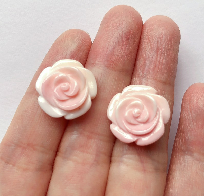 Queen Conch Hand Carved 15 mm Roses with Half drilled hole One PAIR C8334