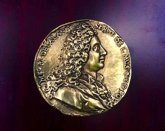 Michel-Richard Delalande médaillon en cuivre jaune (brass)