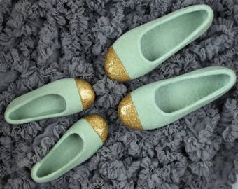 Mother and daughter felted slippers set in sage green and gold - Hand dyed organic wool slippers - Mommy and daughter matching outfits