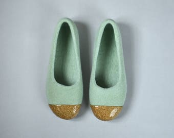 Green felt slippers for women Felted ballet flats - Felted slippers with gold glitter decoration Hand dyed sage green organic wool slippers
