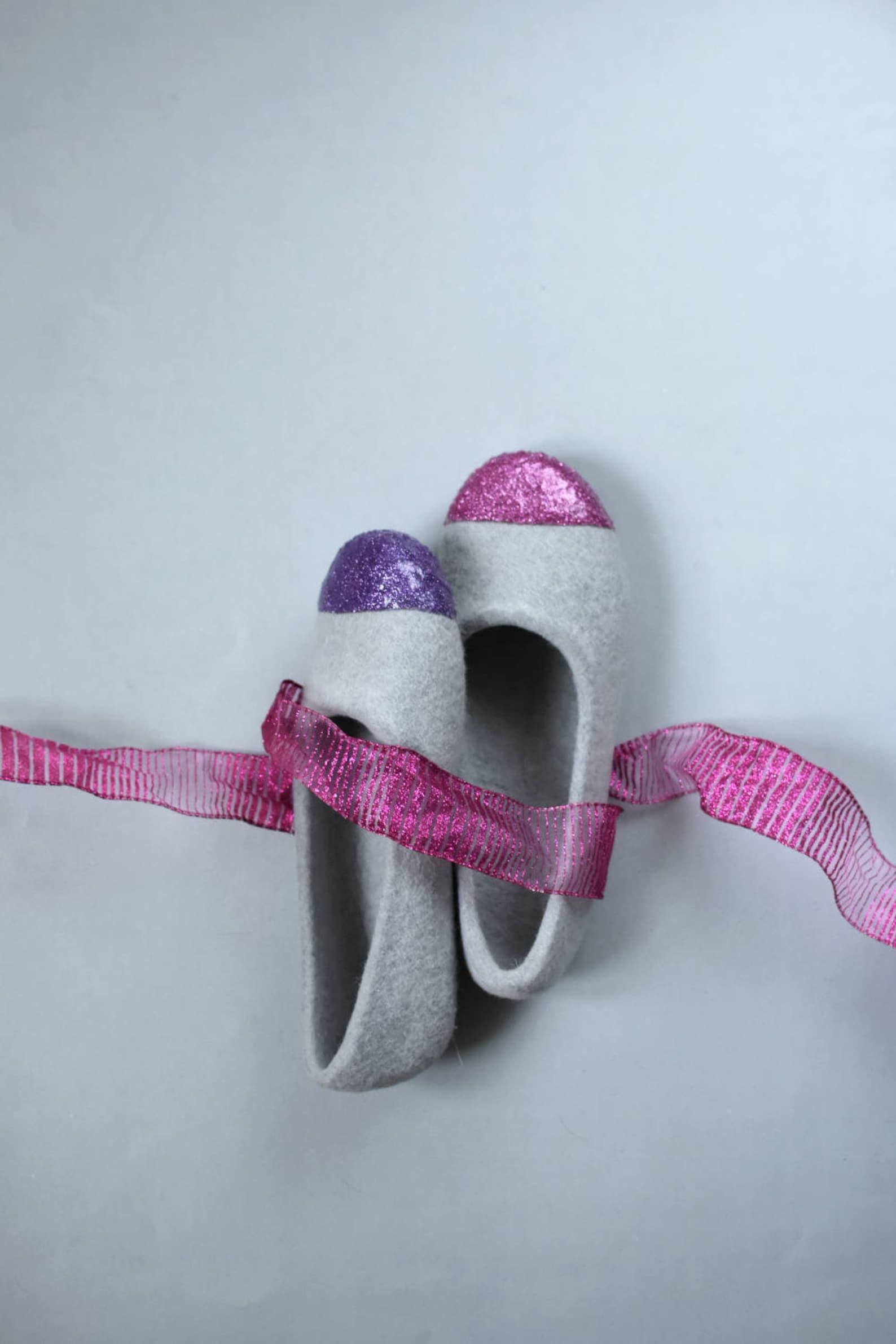 women felted ballet flats - glitter slippers - women felt slippers - grey slippers for her - wool slippers - fuchsia glitter - p