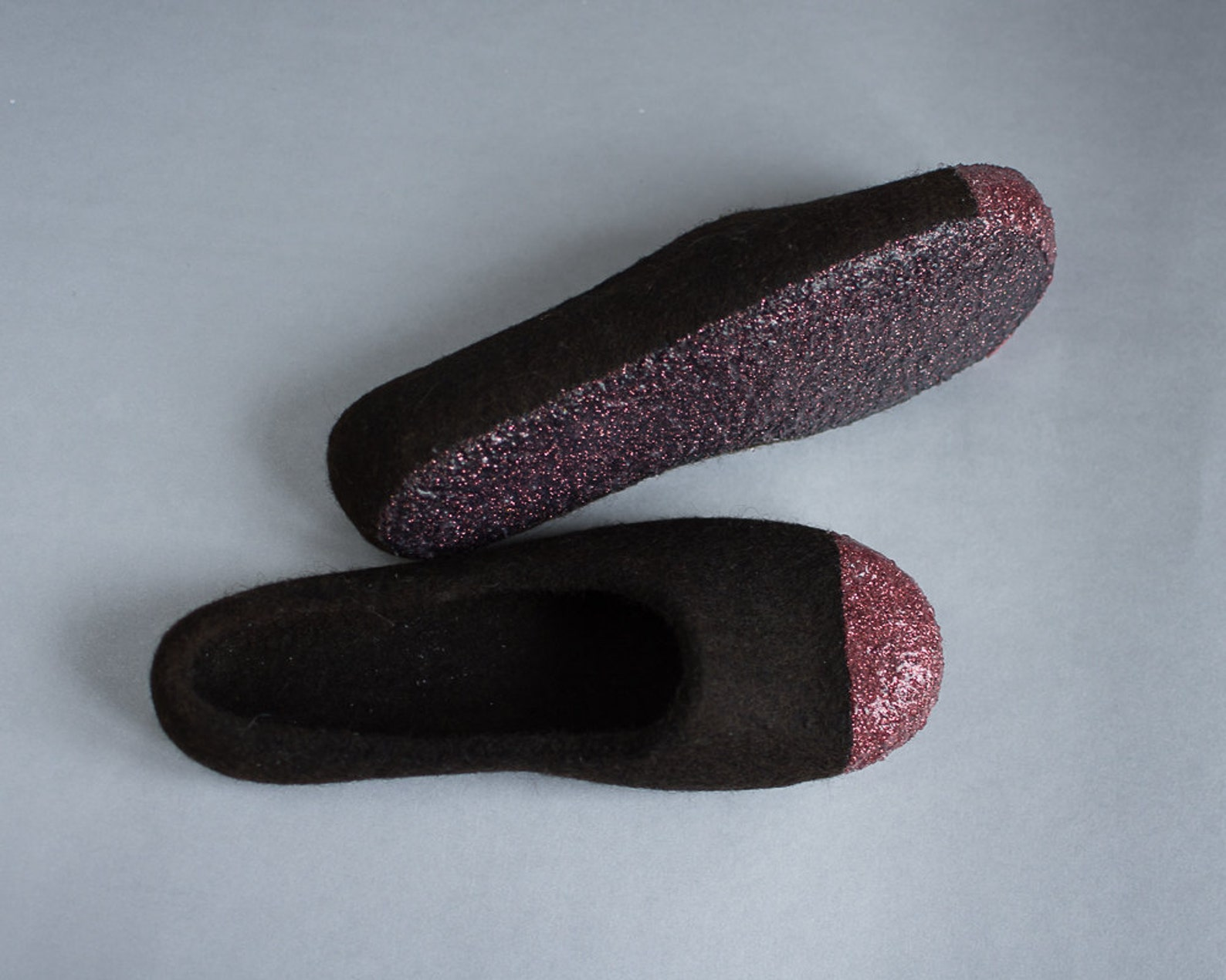 women felt slippers - dark brown slippers - glitter slippers - felted ballet flats - tirol wool slippers - red bronze slippers -