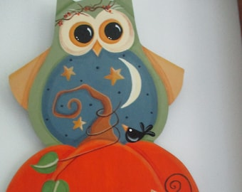 Owl wall hanging, fall wall hanging, halloween wall hanging, tole painted, gift for her, hostess gift,