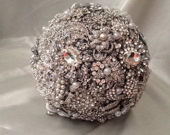 BROOCH BOUQUET. crystal wedding bouquet, jeweled bouquet. Quinceanera keepsake . Bridal bouquet, jewelled bouquet.