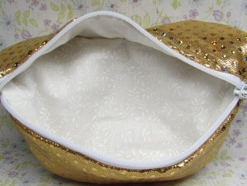 Hot Lips Coin Glitzy Gold Purse with Lobster Claw Clasp