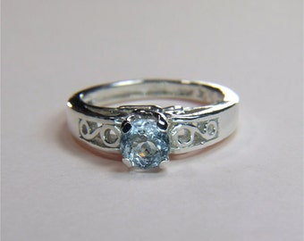 Aquamarine, 6mm x 0.80 carats, Round Cut, Sterling Silver Ring