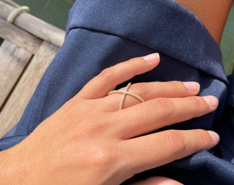 Dainty zirconia cross ring, US size 6.5