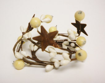 Pip Berry Candle Ring Cream with Rusty Stars, Candle Rings, Pip Berry Rings, Primitive Country Decor