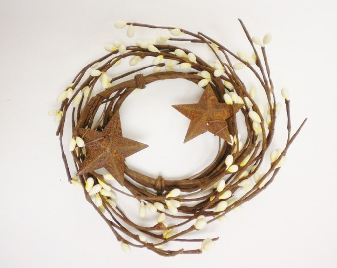 Pip Berry Ring Cream with Rusty Stars | Candle Rings | Primitive Wreaths