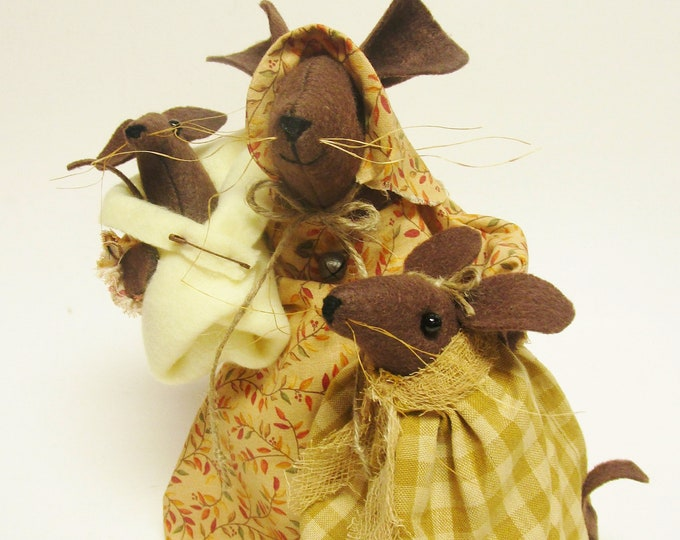 Mama Mouse with Children|  Primitive Mouse Decor | Handmade Fall Mouse