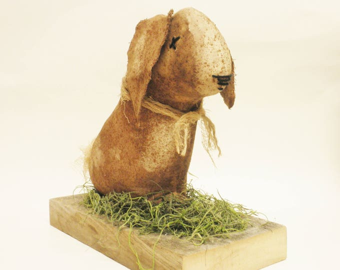 Primitive Sitting Bunny on Barnwood, Primitive Rabbits, Country Farmhouse Decor, Primitive Animals
