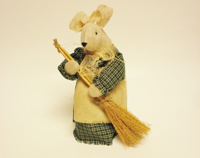 Mouse with Broom | Handmade Primitive Mouse | Country Kitchen Mice | Farmhouse Mouse Decor
