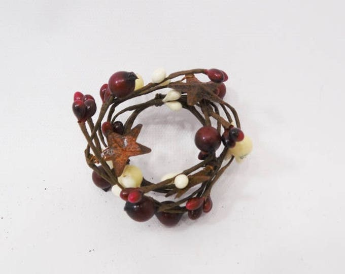 Pip Berry Candle Ring in Burgundy and Cream with Rusty Stars | Candle Rings | Pip Berry Rings | Pip Berry Wreaths