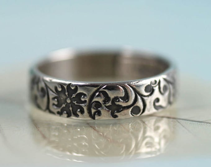Silver Floral Ring Band Clematis Flower Pattern