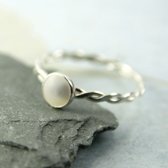 Silver Twist Ring with Mother of Pearl | Gem Ring | Pearl Ring | Silver Ring | Hammered Silver Ring | Gift for Her | Girlfriend Gift
