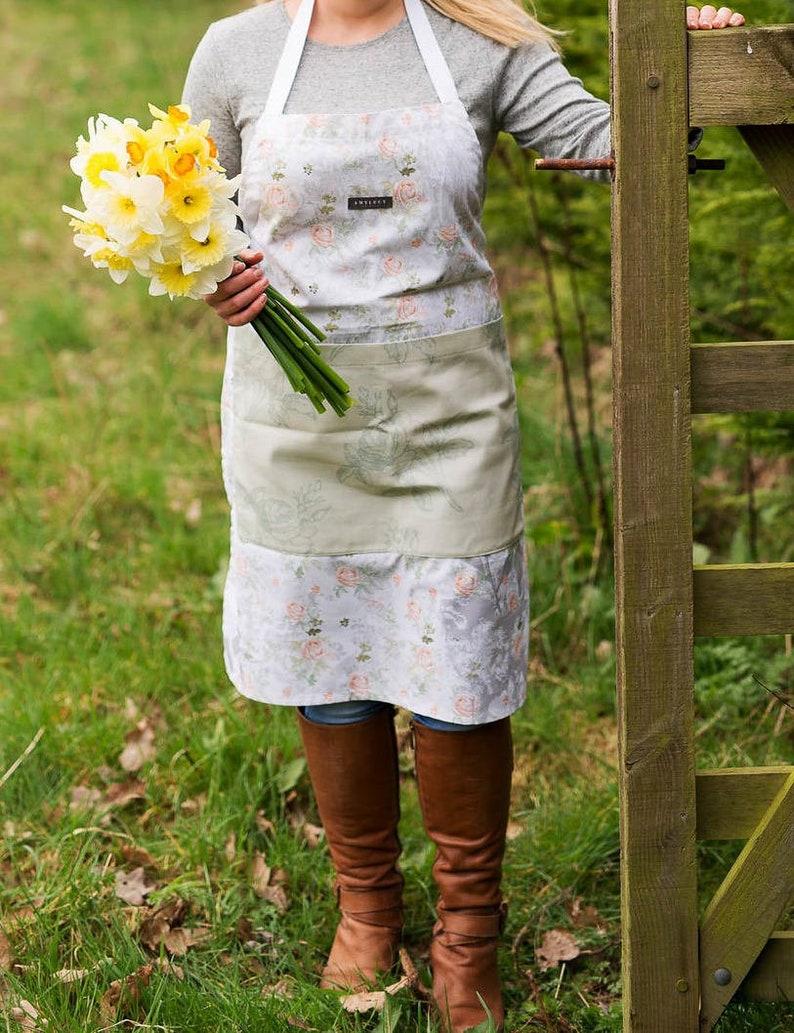 Green Ladies Apron Printed Apron The English Mansion Range Nature Apron Kitchen Apron Kitchen Apron Floral Apron Mum Gift