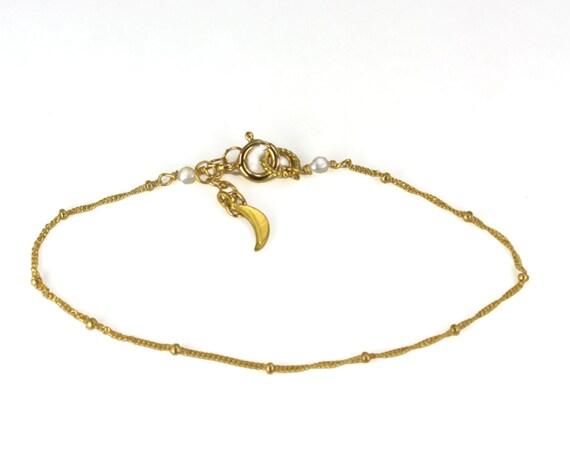 Delicate Stacking Chain Bracelet. Dewdrop Bracelet. In Gold Filled or 925 Silver.