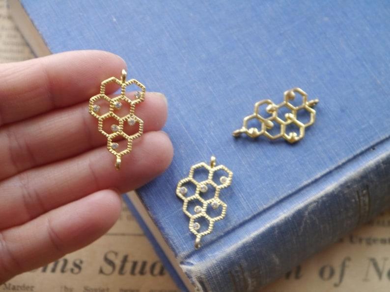 GC3130 2pcs Gold Honeycomb Rhinestone Studded Bee Connector Charms Pendants Honey Comb 31mm