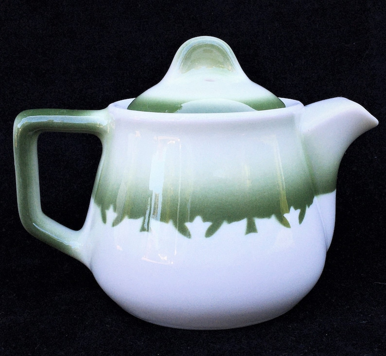 Very HTF Jackson China Restaurant Hotel Diner Airbrushed Green-on-White Mercury 10 oz Chicago Shape Teapot in Excellent Unused Condition