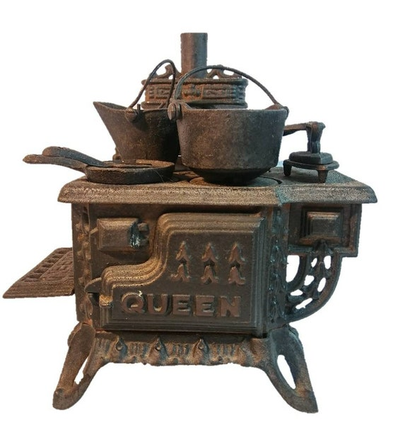Queen Child's Toy Cast Iron Metal Oven Stove ALL ACCESSORIES Salesman Sample - early 1900's
