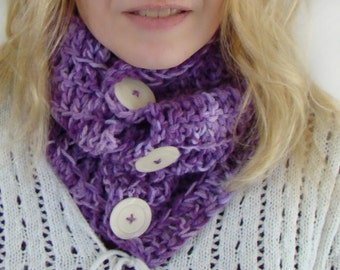 Radiant Orchid Button Cowl, Purple Variegated Chunky Circle Scarf, Barrel Cowl, Button Scarf, Purple Chunky Cowl, Winter Fashion, Cowl Scarf