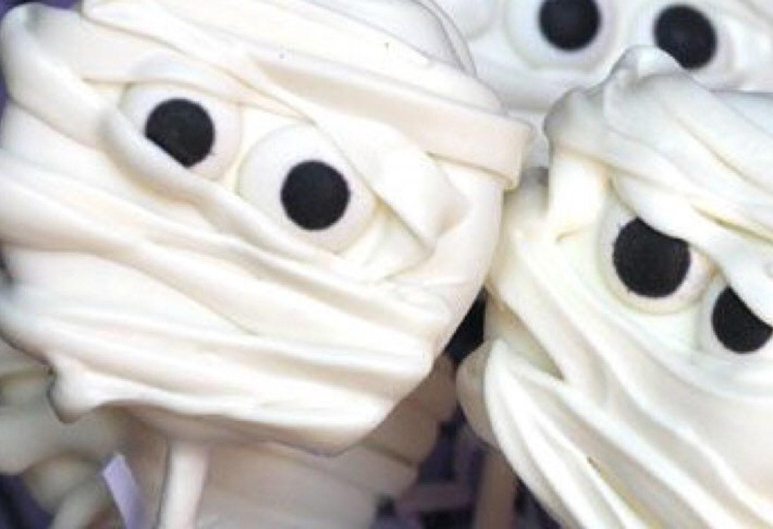 Mummy Oreo Cookie Pops