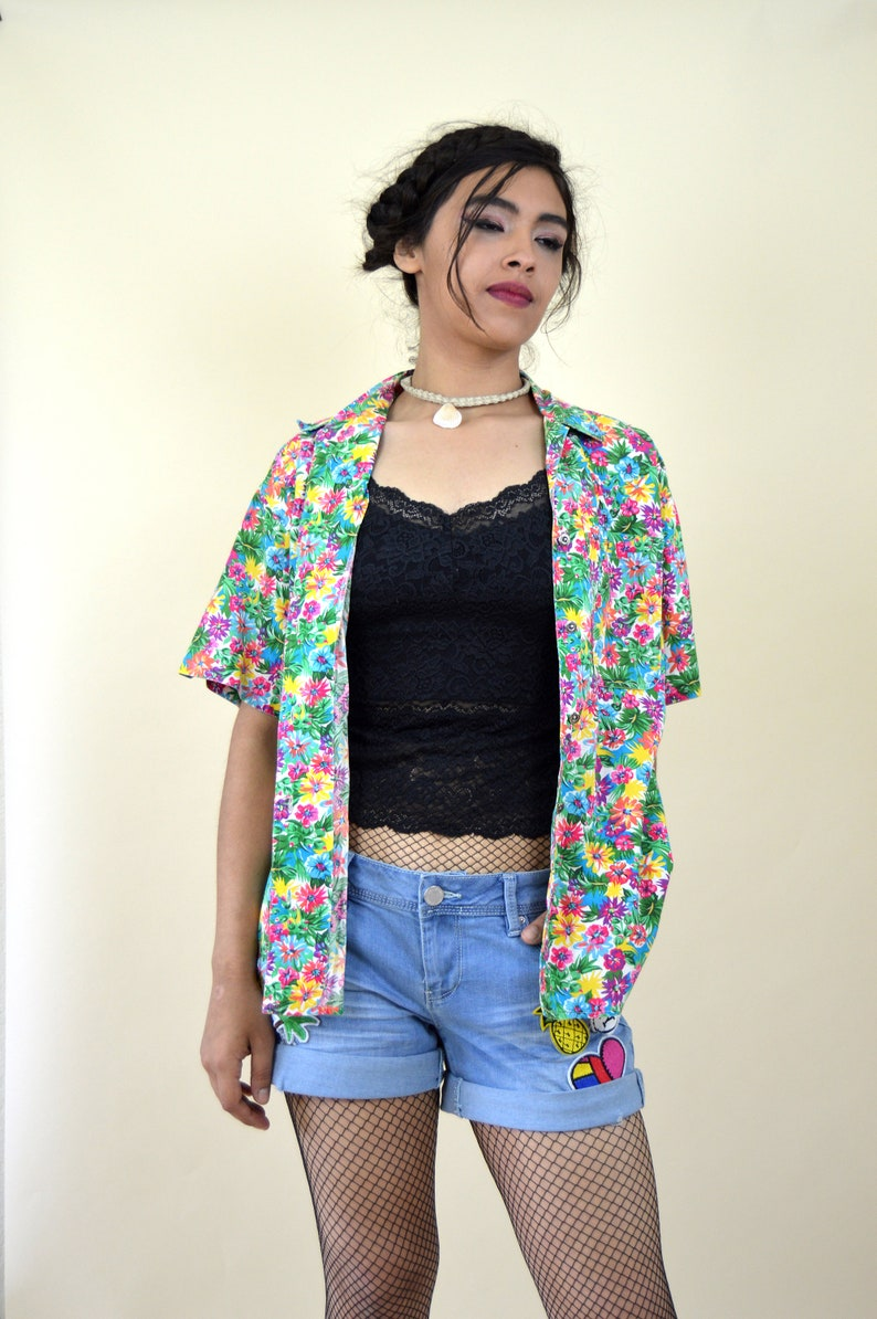 Vintage 1980/'s Floral Short Sleeve Blouse Size Medium Casual Summer Top Rainbow Floral Button up Shirt