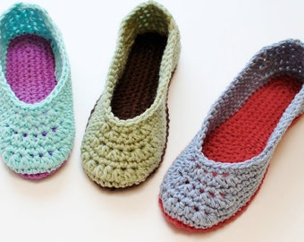 Crochet Pattern - Ladies Crochet Slippers Pattern  (Women's Sizes 4/5, 6/7, 8/9, 10/11) - Instant Download PDF