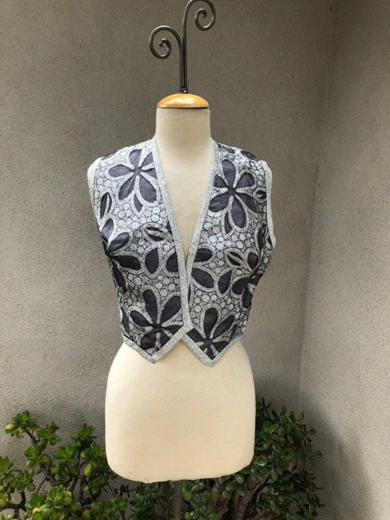 Vintage Glam Mod short bolero vest Metallic silver grey floral print lined by Lilli Russell Lakewood Denver Sz M