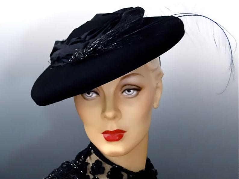 b137787d380 Vintage 1940 s Hat Black Felt Tilt Platter Women s