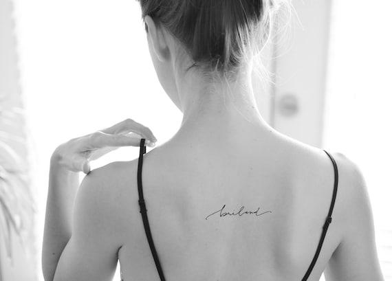 Kursywa Skrypt Kapryśny Tatuaż Pismo