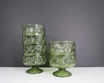 Avocado Green Glasses Set // Vintage Pedestal Base Drinking Cups Retro Kitschy Sherbet Fruit Champagne Glasses Textured Bubbled
