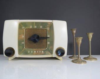 Vintage Zenith Radio // Non-Working Mid Century Tube Radio Retro Plastic Tabletop AM Kitchen Radio Modern Atomic Era Needs Work