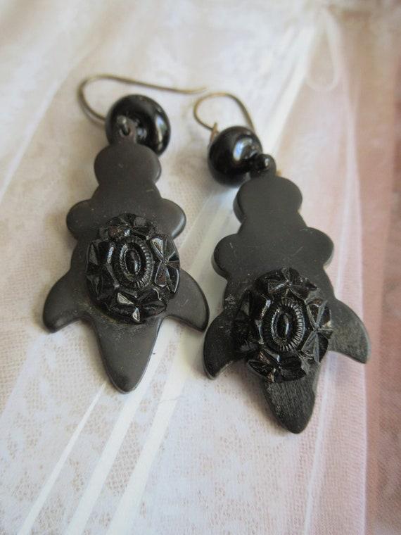 Victorian Black Dangle Drop Pierced Earrings - Vul