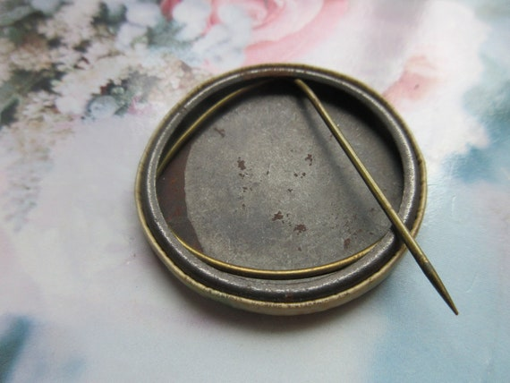 Older Vintage Pin Back Button - Circus Collectibl… - image 3