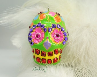 Skull in a-day is the flower on green skull the day of the dead pendant P0015