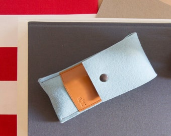 Felt and leather PEN HOLDER, sunglasses case, pencil case, turquoise and tan, wool felt, handmade, made in Italy