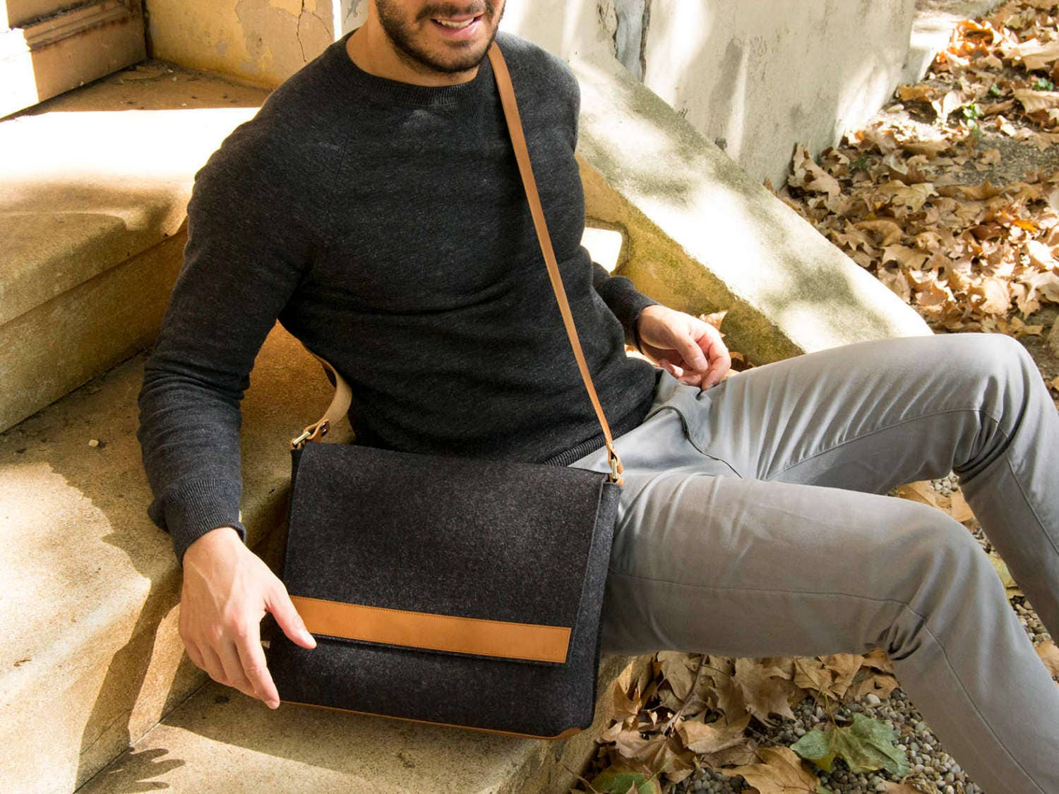 Black and tan mens MESSENGER BAG   felt and leather messenger ... ae190872362f4