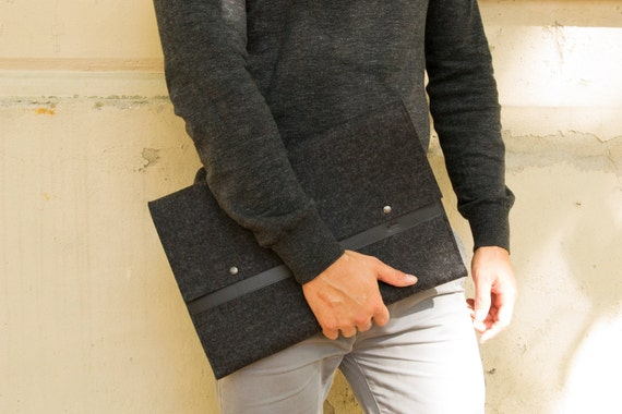 Felt and leather MACBOOK SLEEVE - charcoal and black / felt cover / wool felt sleeve / wool felt macbook sleeve / felt case / made in Italy