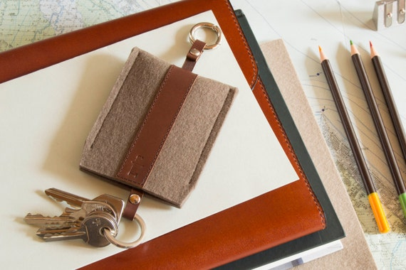 Felt and leather KEY HOLDER, key case, taupe and dark brown, wool felt, handmade, made in Italy