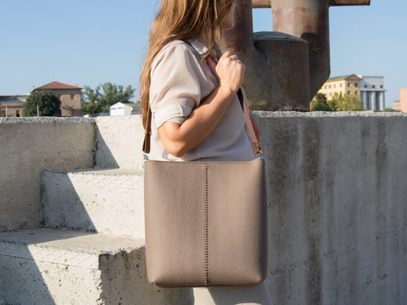 Large felt SHOULDER BAG with leather strap / taupe bag / brown / tote bag / felt tote / wool felt / made in Italy