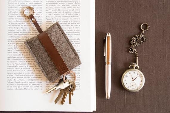 Felt and leather KEY HOLDER, key case, grey and dark brown, wool felt, handmade, made in Italy