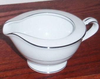 "JAPAN NORITAKE ENVOY White 9 Oz Fine China Cream Pitcher Creamer Pattern 6325 Platinum Trim 1970s 2 5/8"" Tall Excellent Condition!"