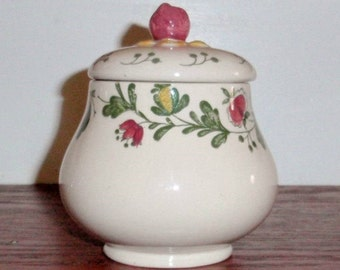 JOHNSON BROTHERS GRETCHEN Covered Sugar Bowl Lidded Old Granite China Staffordshire England Beige Ecru Very Nice Condition
