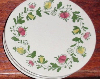 """4 JOHNSON BROTHERS 10 1/8"""" GRETCHEN Dinner Plates Ecru Red Yellow Green Round Gretchen China Staffordshire England Four Excellent Condition"""